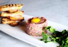Beef-Tartare-at-Cut432-Modern-Steakhouse-Delray-Beach