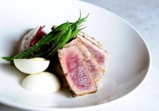 Seared-Tuna-at-Cut432-A-Modern-Steakhouse-Delray-Beach